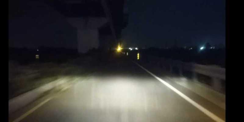 網友指出女大生被殺路段路燈幾乎都不亮,紛紛貼出影片、照片佐證。圖/取自臉書