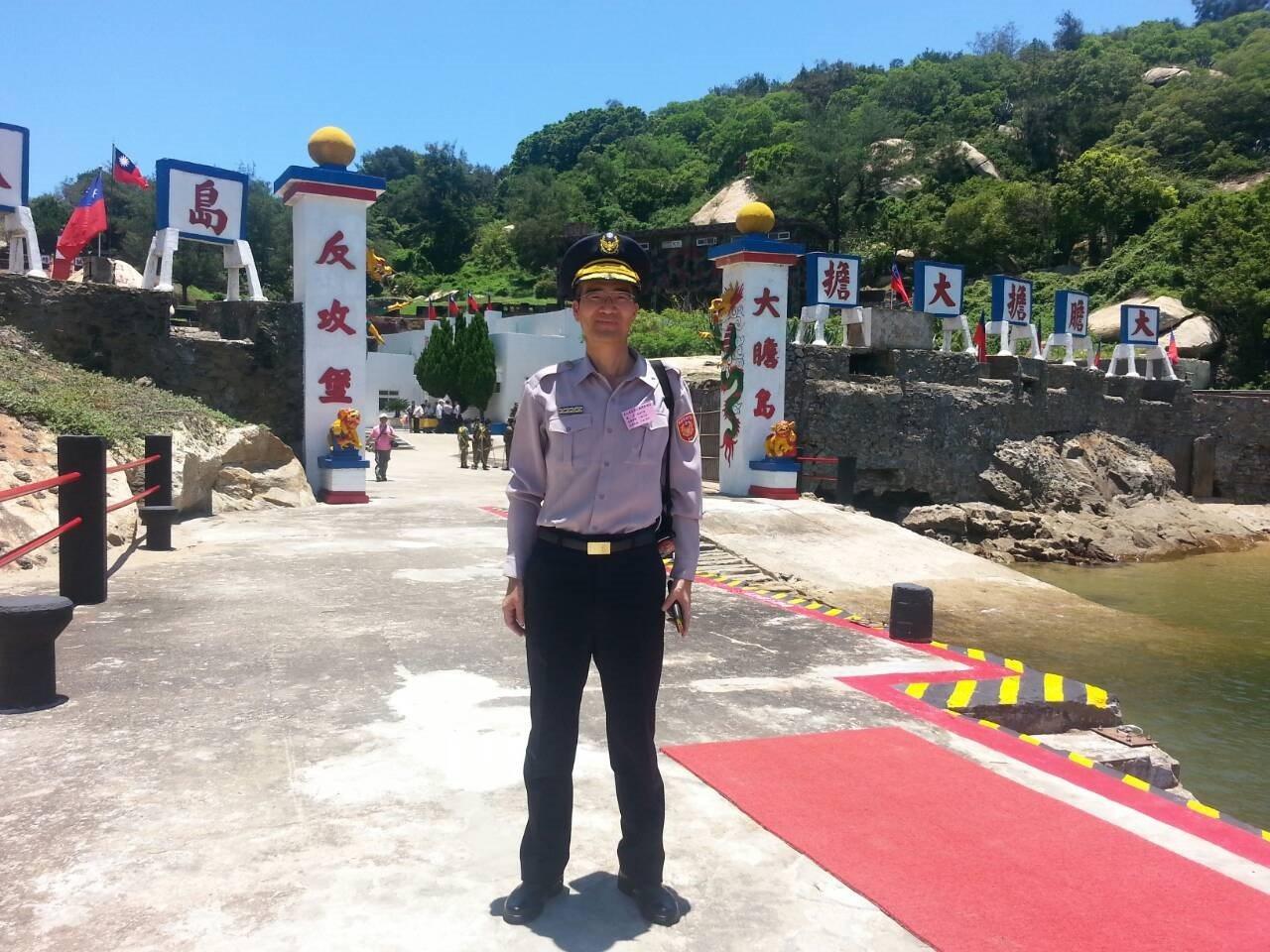 從警31年的資深警官李沃實,表現優異,為了一圓當律師的夢想,在52歲時提前退休。...
