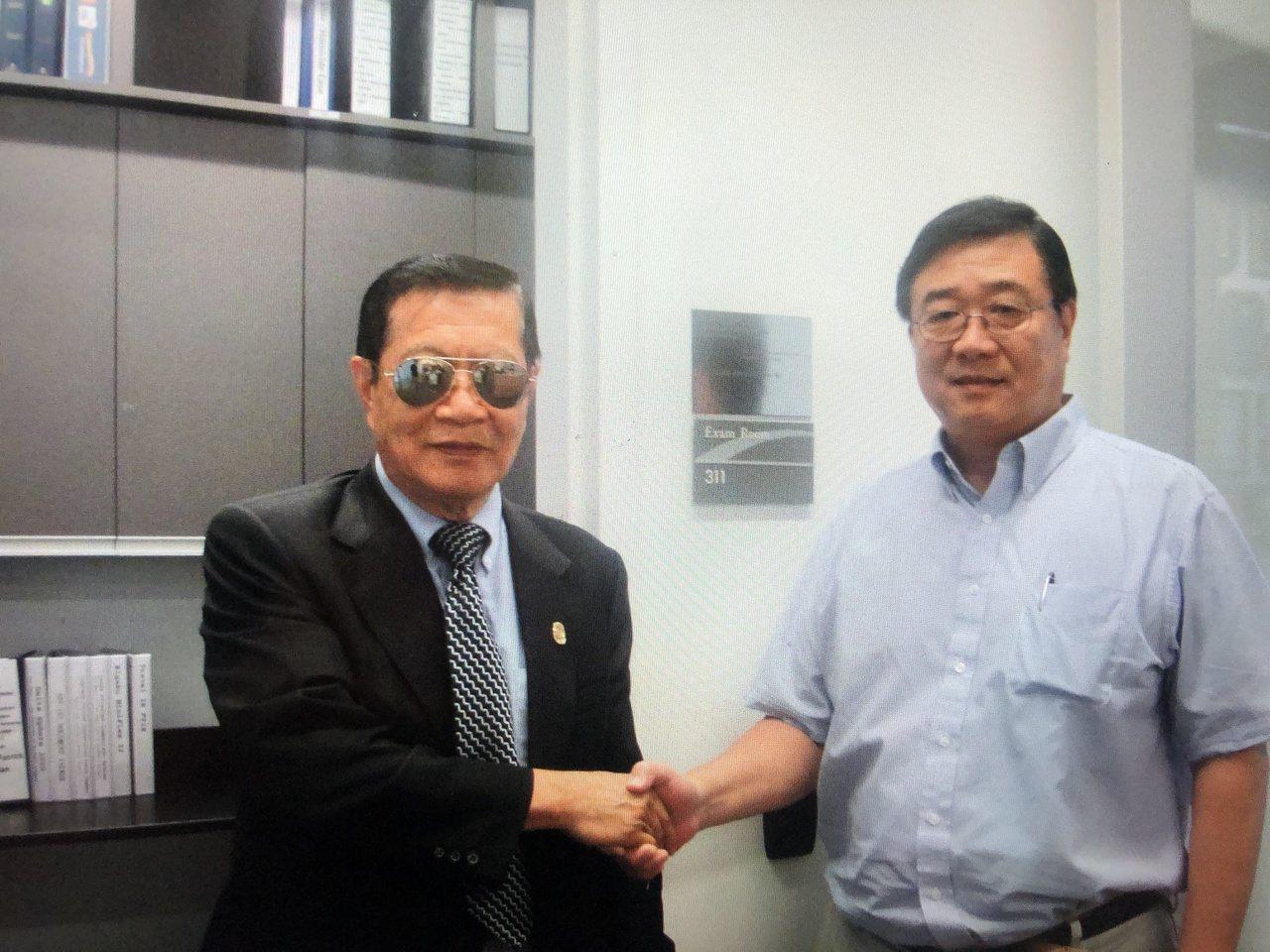 柯約瑟(右)與刑事鑑識專家李昌鈺博士私交甚篤。 圖/柯約瑟提供