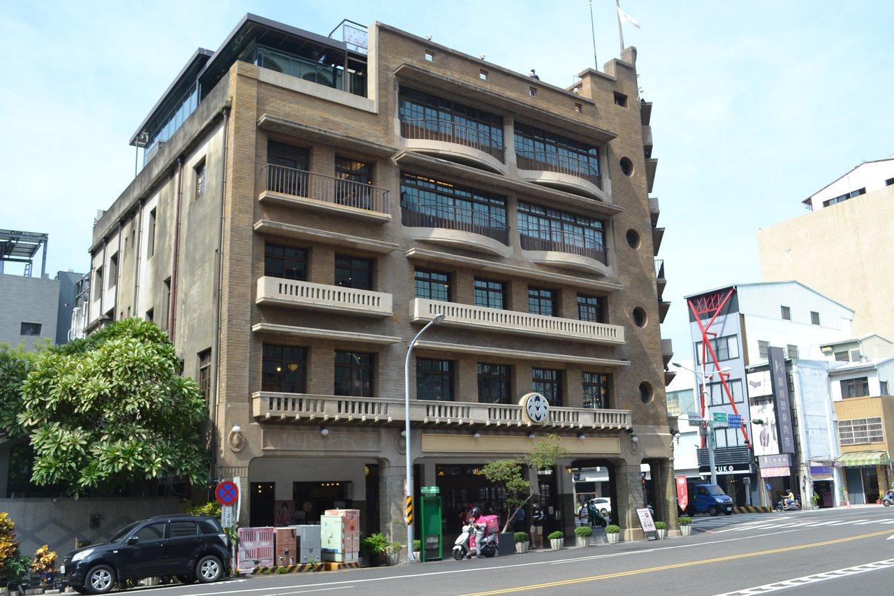 市定古蹟林百貨是旅人來台南必到景點,內有豐富且具特色文創商品。 圖/鄭惠仁 攝影
