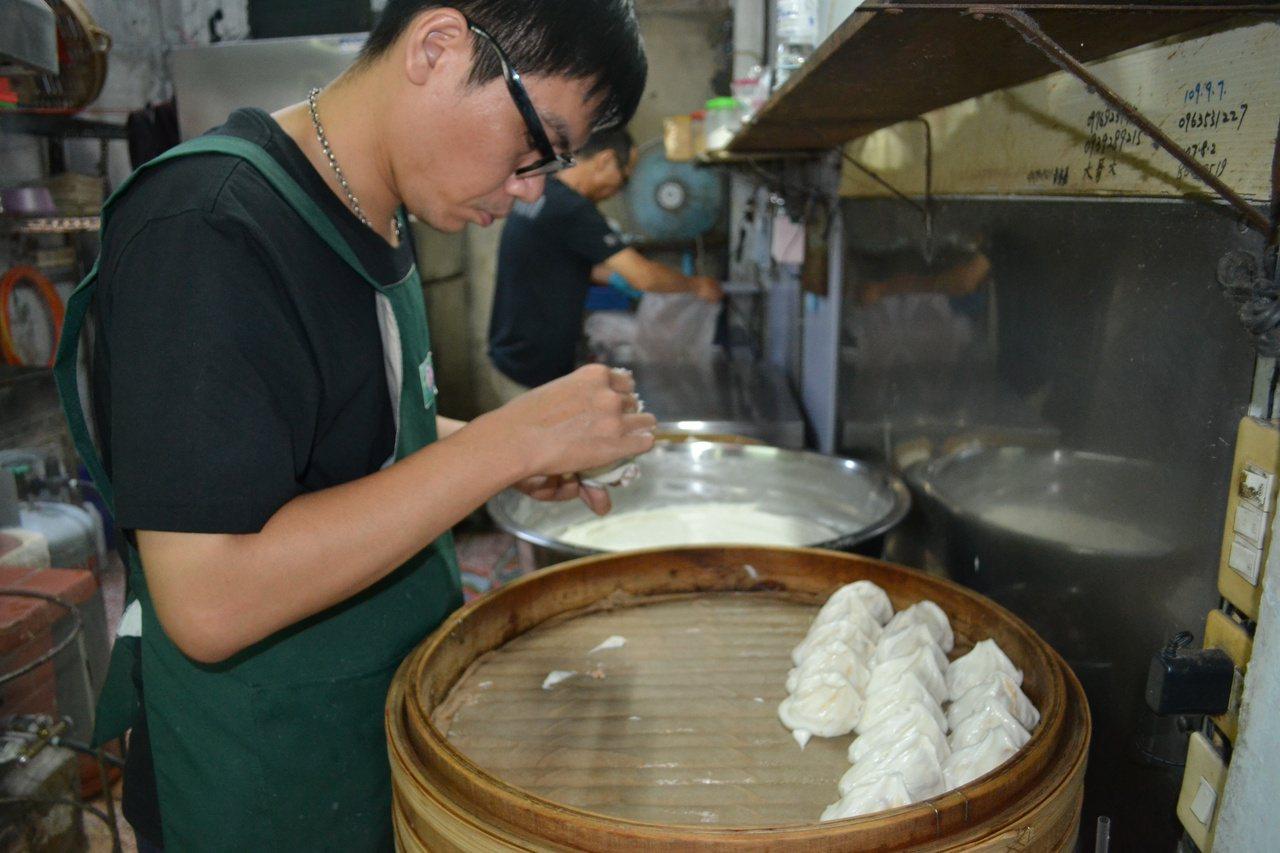福記肉丸以肉塊為食材,配上任你喝到爽的清湯,是老饕最愛。 圖/鄭惠仁 攝影