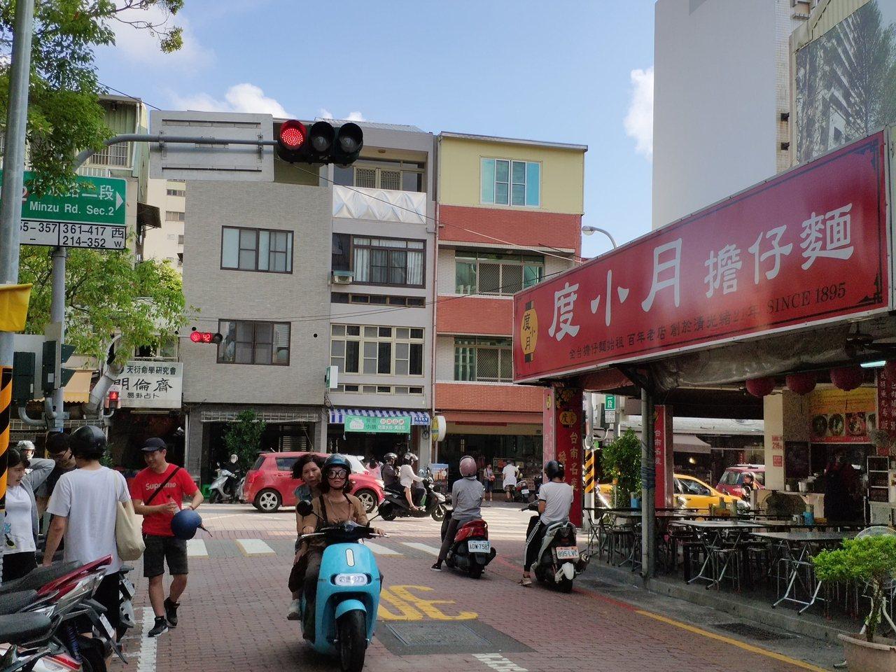 台南市區赤崁樓旁的度小月擔仔麵,觀光客是消費主力。  圖/謝進盛 攝影