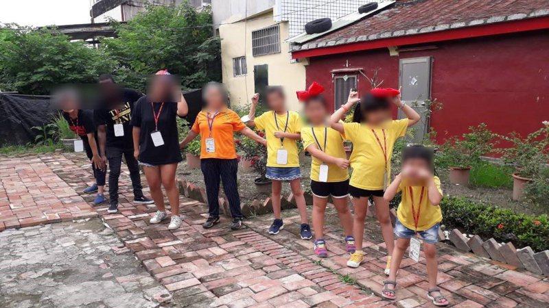 受害女大生今年暑假曾到阿蓮一處社區帶小朋友夏令營,社區居民對她的印象是開朗又樂觀。記者徐白櫻/翻攝
