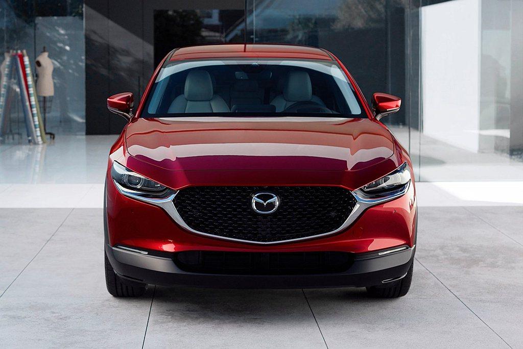 即日起於活動期間至Mazda全國展示中心賞車,可獲得Mazda 100週年精緻禮...