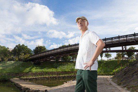 阮慶岳閒暇時會到家裡附近的步道散步。記者陳立凱/攝影