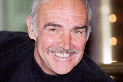 英國老牌巨星史恩康納萊(Sean Connery)昨天以90高齡辭世,他的遺孀羅奎布魯恩今天對英國媒體透露,史恩康納萊晚年受失智症所苦。法新社報導,史恩康納萊以飾演007系列電影第一代龐德(Jame...