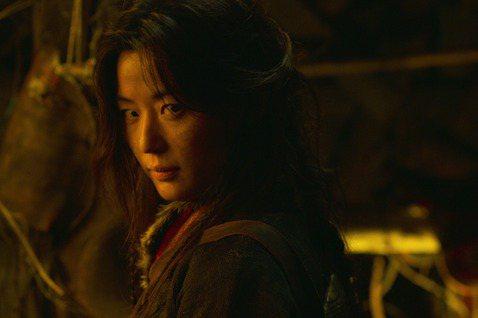 掀起全球劇迷瘋追的南韓古裝喪屍劇「屍戰朝鮮」,Netflix宣布確定製作續作「屍戰朝鮮:雅信傳」,並於2021年推出,揭開讓死人變喪屍的生死草終極秘密。全球影音串流平台Netflix的原創影集「屍戰...