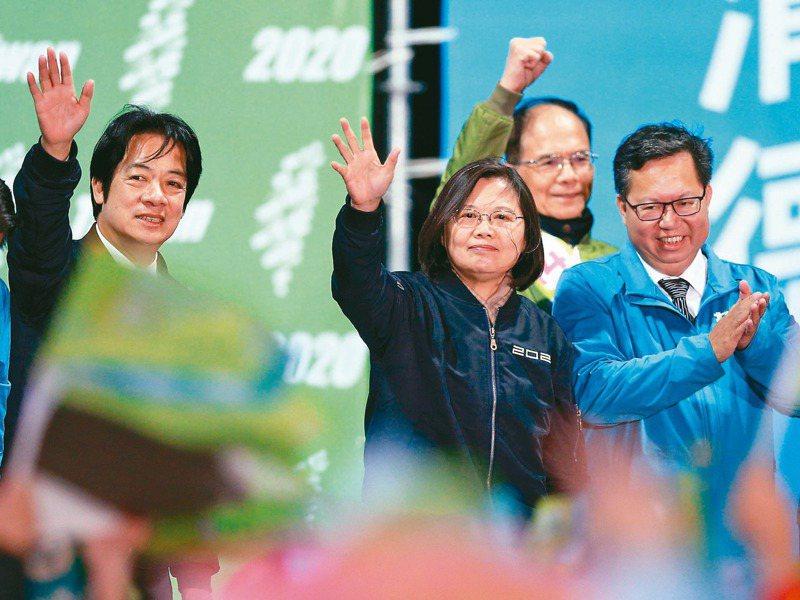 總統蔡英文(中)的接班人會是誰?副總統賴清德(左)與桃園市長鄭文燦(右)受關注。圖/聯合報系資料照片