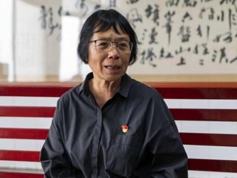 一生致力於培養深山裡的貧困女生去念大學,張桂梅校長認為,「女人要靠自己,不能就靠男人」。圖/取自新華網