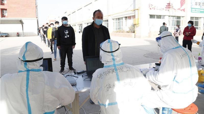 十一月一日,大陸新增24宗新冠肺炎確診個案,其中21宗為境外移入;另外3宗是本土病例,來自新疆。(新華社資料照片)