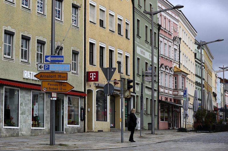 德國在內歐洲各地實施新抗疫措施,歐元區經濟第4季恐萎縮2.3%。美聯社