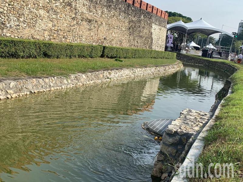 左營舊城東門城門到南門口公園段護城河,再現潺潺流水。記者徐如宜/攝影