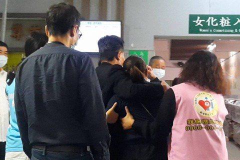 曾在台灣讀大學的馬來西亞歌手黃明志,對女大學生遭擄殺案接連發文抒發感觸,一席「殺人犯在台灣很安全」,引發熱議,黃明志稍早又在臉書表示,他知道這種發文一定會被放大上新聞,他希望這件事可以有個公道的結果...