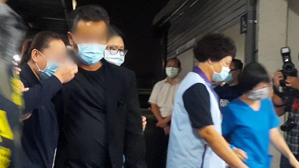 被害人父母昨晚已從馬來西亞趕到台灣,連夜到高雄市立殯儀館認屍,死者母親悲傷痛哭,...