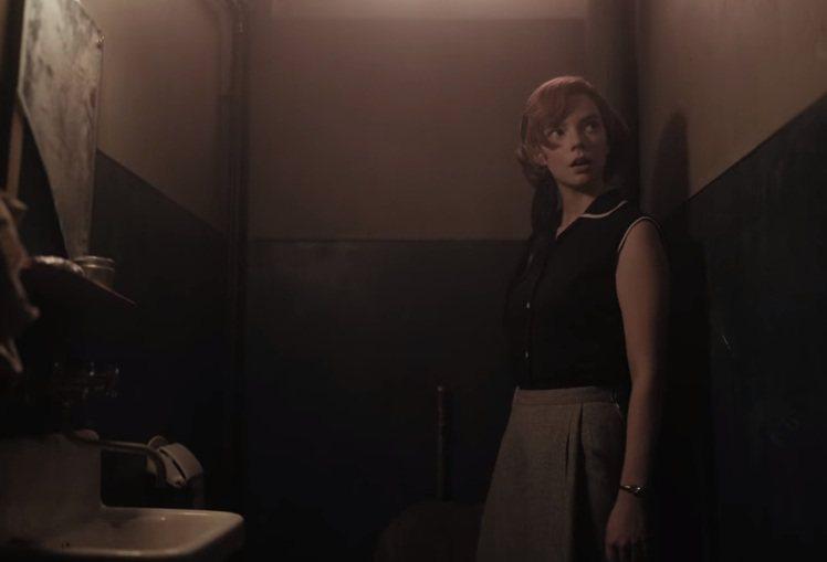 Beth通常都用極為貼身的上衣搭配高腰A字蓬蓬長裙或短裙,整體身形曲線會非常明顯...