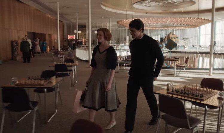 1950、60年代的穿衣風格非常強調腰身。圖/擷取自Netflix