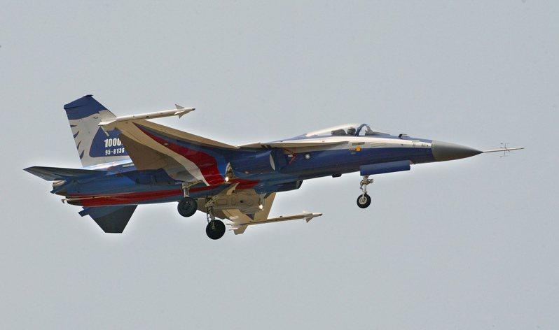 1973年以虎安計畫名義組裝生產F-5戰機,1986年計畫結束,提升自製率,對後來的AT-3自強號噴射教練機,以及經國號戰機的研製、量產都有正面積極的助力。圖為台灣空軍主力經國號戰機。圖/聯合報系資料照片