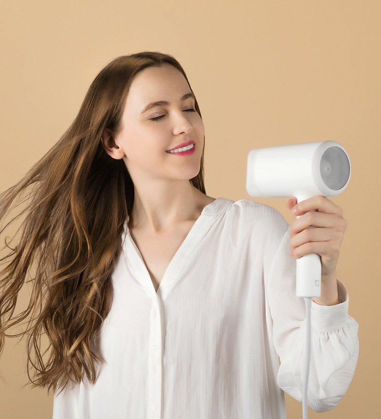 雙11新品,米家水離子吹風機,建議售價995元。圖/小米台灣提供