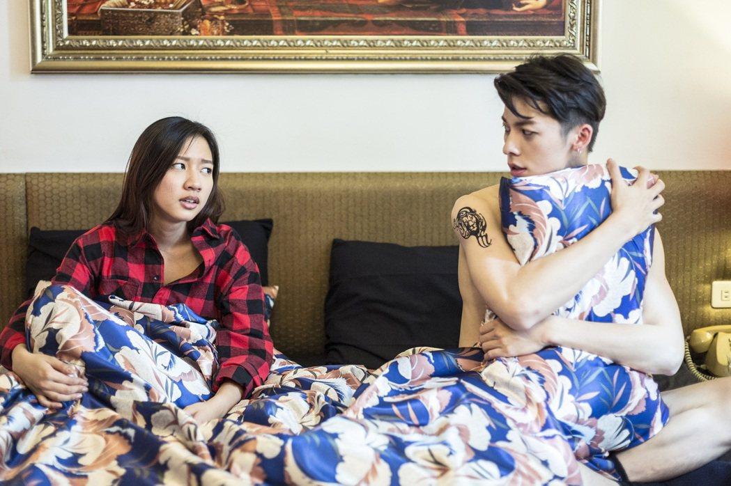 許光漢(右)、陳妤曾演出植劇場「戀愛沙塵暴」。圖/植劇場提供