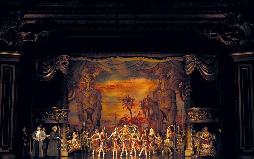 經典音樂劇「歌劇魅影」如期來台巡演,演員群、技術團隊目前已經全數抵台,進行14天...