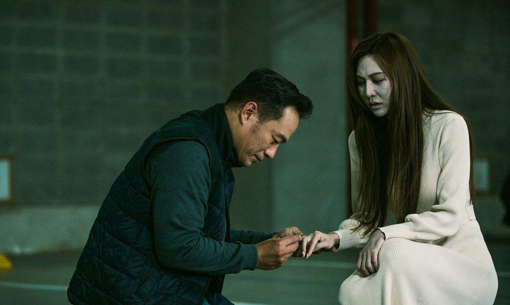 曾莞婷(右)飾演的女鬼淑惠對負心漢窮追猛打。圖/台視提供