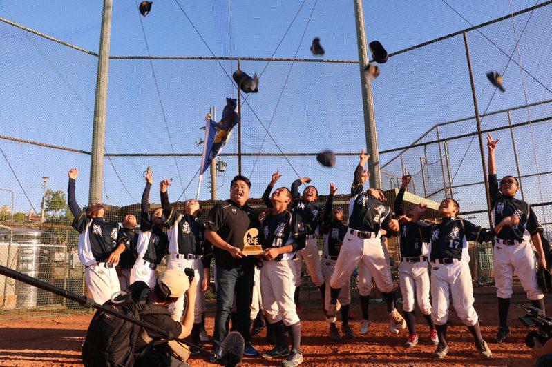苗栗縣頭屋國中棒球隊在今年聯賽國中軟式組以6戰全勝佳績,取得了全國賽代表權。圖/頭屋國中提供