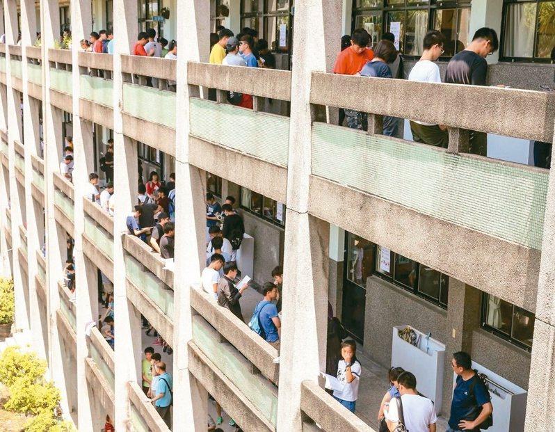 台北市「大文山地區」共七所大學,近日宣布共同組成「文山聯盟」,引發許多學生們討論到底適不適合。聯合報系資料照