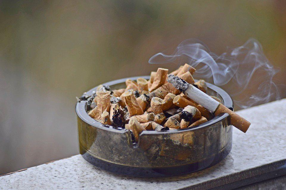 抽煙的人容易缺乏維生素C、氧化壓力增加維生素C的消耗 圖/pixabay