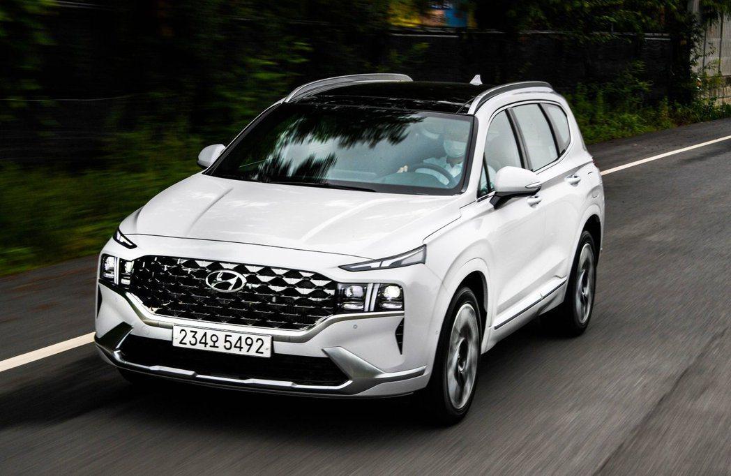 小改款Hyundai Santa Fe在自家韓國市場終於補上了2.5升汽油渦輪。...