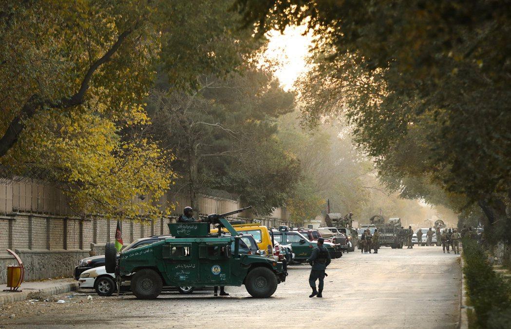 攻擊事件發生後,正與美阿進行三方談判的阿富汗塔利班,也緊急發出聲明撇清與攻擊的責...