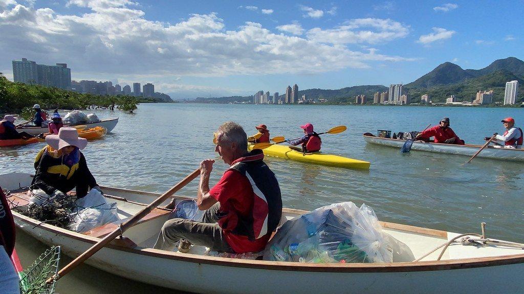 民間帆船玩家,自主發起清潔淡水河的活動。 圖/許祖菱 攝影