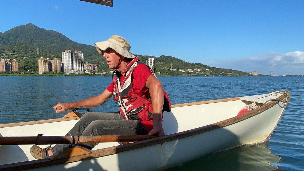 Peter買下原本要報廢的木船,經維修過後繼續使用。 圖/許祖菱 攝影
