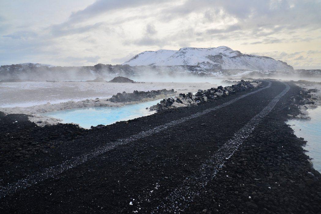 經自己理性計算,在冰島夏秋自駕平均每10分鐘,窗外景色就會全然變化一次,不小心低...