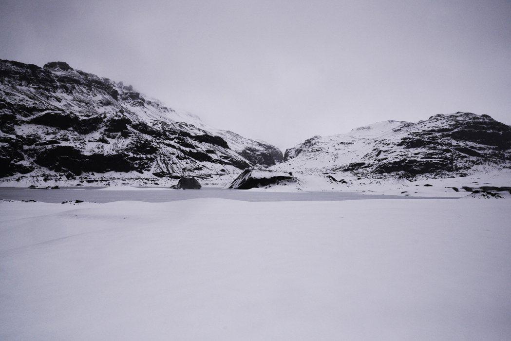 剛到冰島時,可能還在為工作還是人際煩心,但當你身處在那樣的壯闊景致中,好像那些世...