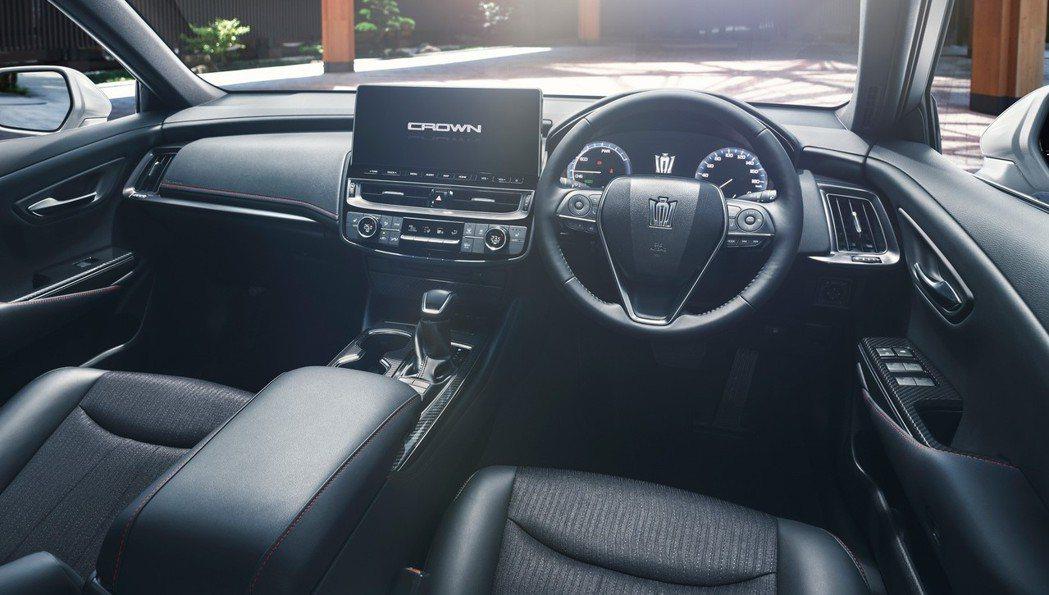 小改款Crown改為與Toyota Harrier相同的12.3吋中控螢幕。 圖...