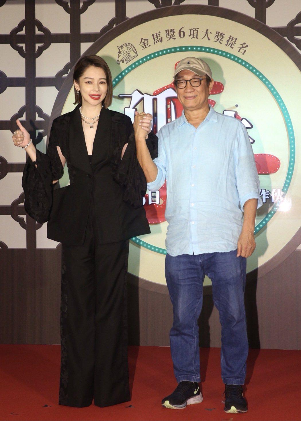 電影「孤味」首映會,監製廖慶松(右)、監製暨主演徐若瑄(左)。記者黃義書/攝影