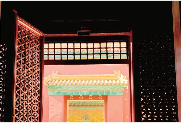 窗外的宮門(圖/擷取自時報出版《真相只有紫禁城知道》書中)