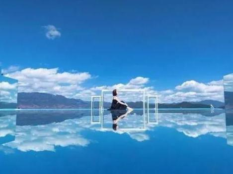 湖南郴州市臨武縣滴水源景區「天空之鏡」景點,5月分的實拍影片衝上大陸熱搜榜。圖/取自微信公眾號