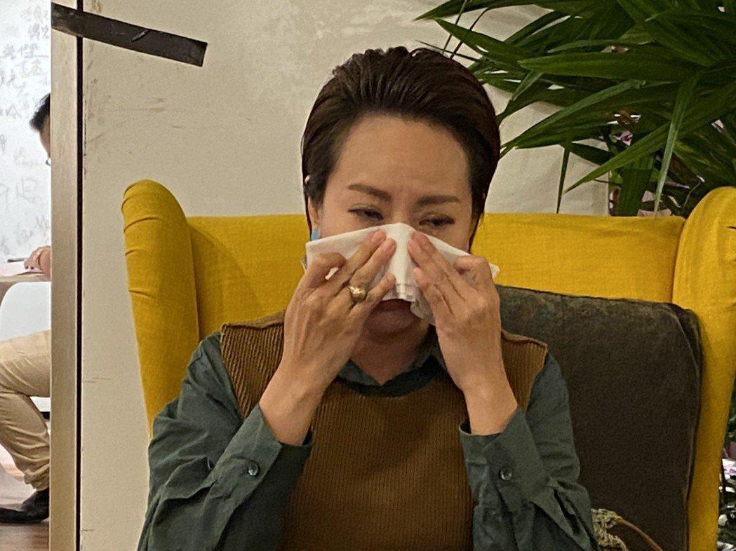 錦雯談到背負的壓力忍不住掉淚。圖/JET提供