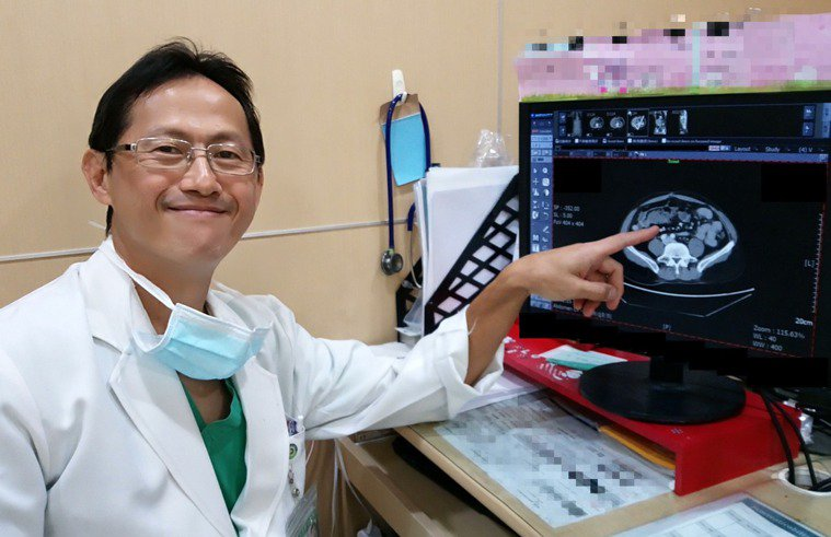 馮啟彥主任提醒,家中有大腸癌病史的民眾一定要定期接受檢查,才不致延誤病情。圖/大...