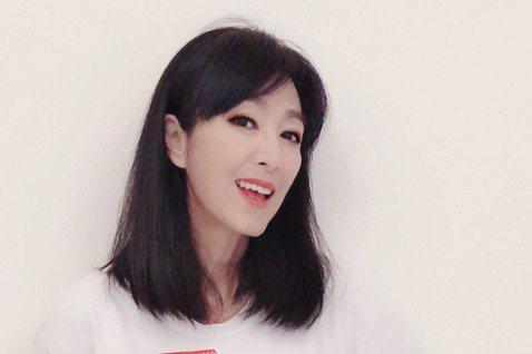 65歲香港女星米雪有「最美黃蓉」的稱號,她保養得宜,有演藝圈美魔女之稱,日本媒體還誇讚她是「香港宮崎美子」,而日媒拿宮崎美子來做比喻,就是因為兩人同樣年過60,但因為積極運動,保養得宜,所以還能擁有...