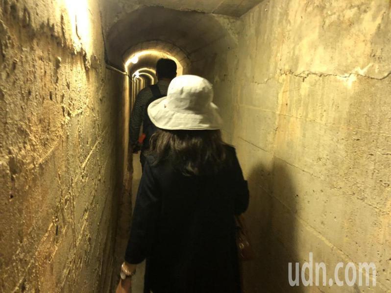 全長1355公尺的瓊林戰鬥坑道,是金門規模最大的村里民防坑道,錯綜複雜的坑道密佈於瓊林村的地底下。記者蔡家蓁/攝影