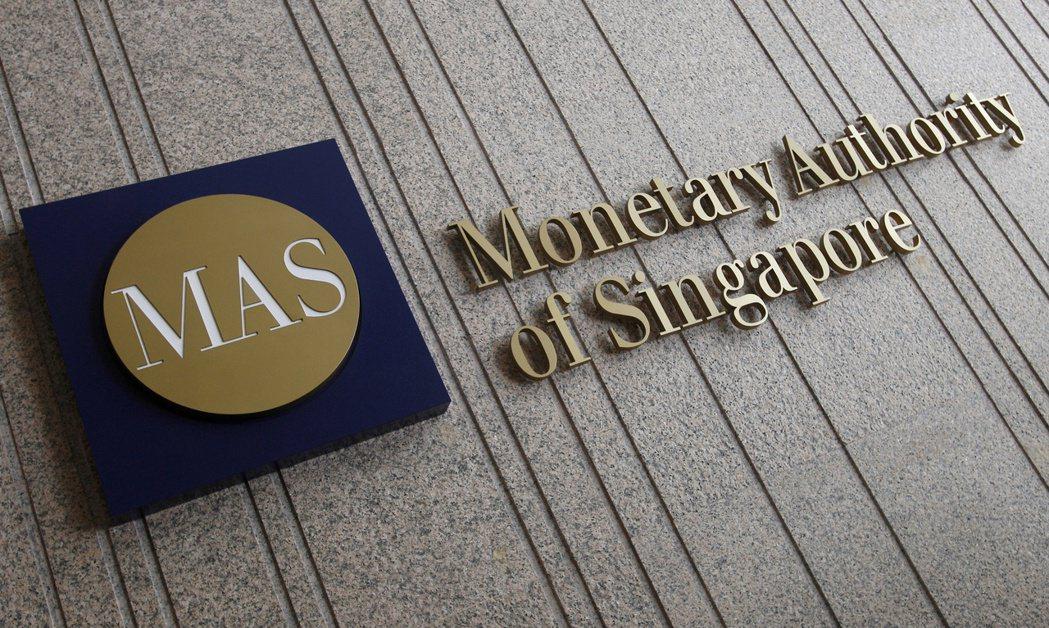 新加坡金融管理局計畫明年1月1日起暫停發行1000元紙鈔。路透資料照片