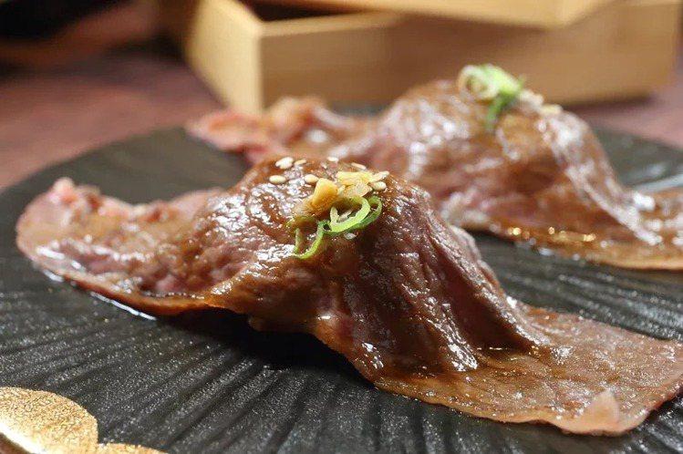 點選「頂級和牛套餐」,即可無限享用現點現作的炙燒和牛壽司。記者陳睿中/攝影