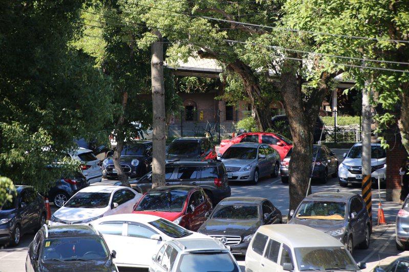 校園釋出停車格後,也讓安全問題成為家長間討論的重點,大家都希望教育局與校方能做好安全配套措施,保護好孩童。圖/新北市教育局提供