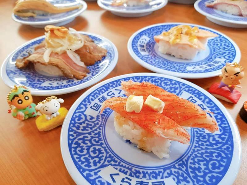 一名女網友日前吃藏壽司,手機卻意外滑入餐盤回收孔。圖為示意圖。圖/聯合報系資料照片