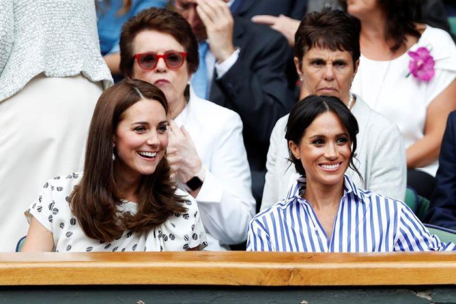 梅根(右)沒與丈夫一起離開英國前,與凱特在公開場合還能看似相談甚歡。圖/路透資料