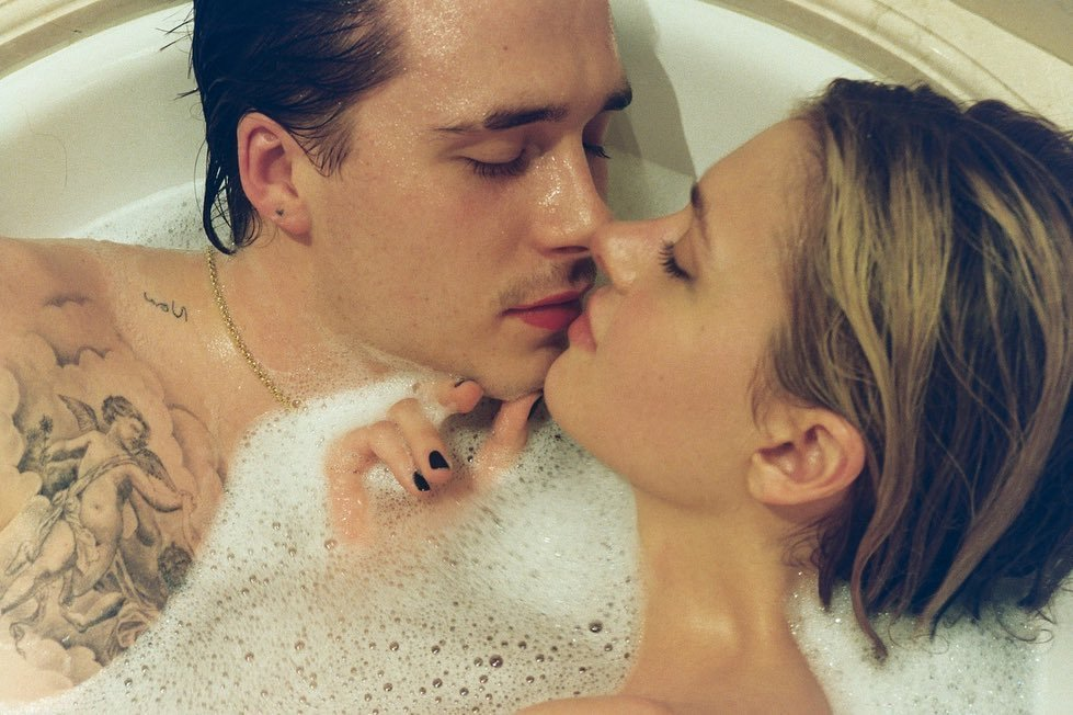 布魯克林貝克漢與妮可拉佩茲愛得正濃,常發布親密照片,婚禮也在籌備中。圖/摘自In...