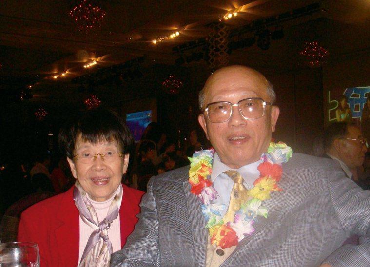 高醫前院長林永哲與妻子鶼鰈情深。圖/林永哲提供