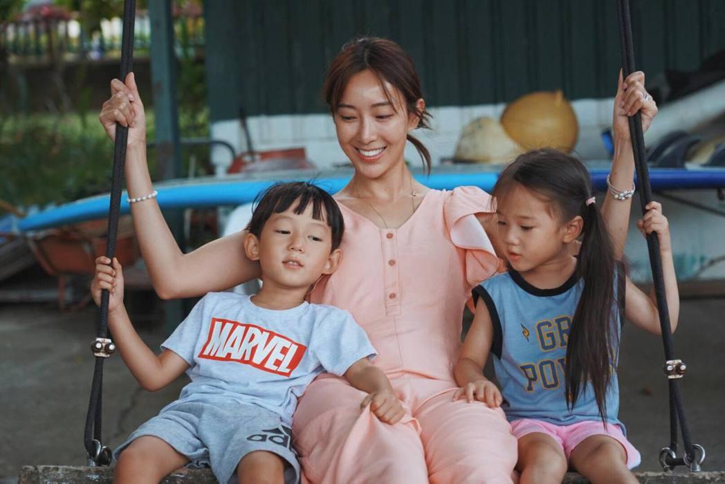 隋棠與兒子Max、女兒Lucy。 圖/擷自隋棠臉書